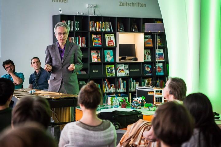 05.07.2016, Warszawa. Christopher Dell!!! Wyklad-koncert o mieście i improwizacji. Fot. Adam Burakowski